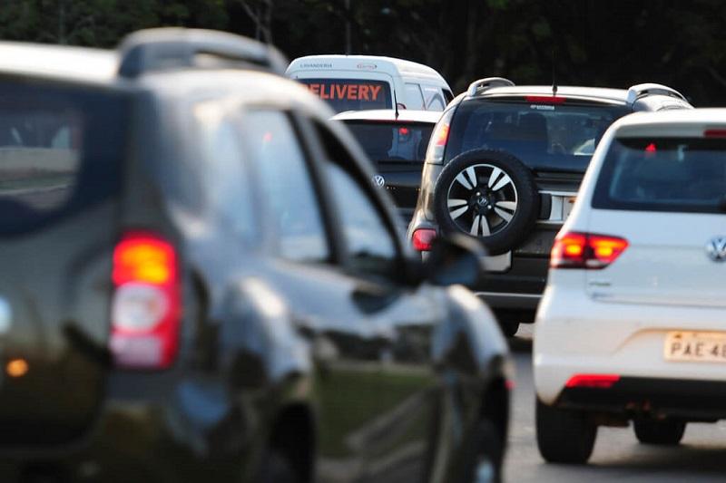 Veículos com menos de 10 anos devem pagar imposto obrigatório em MG